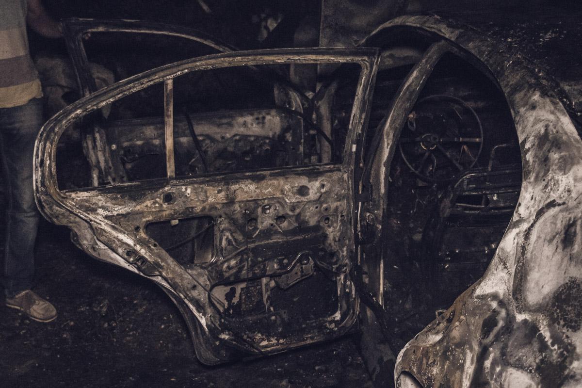На территории музея-мастерской Знобы-Голембиевских дотла сгорел автомобиль Skoda Octavia