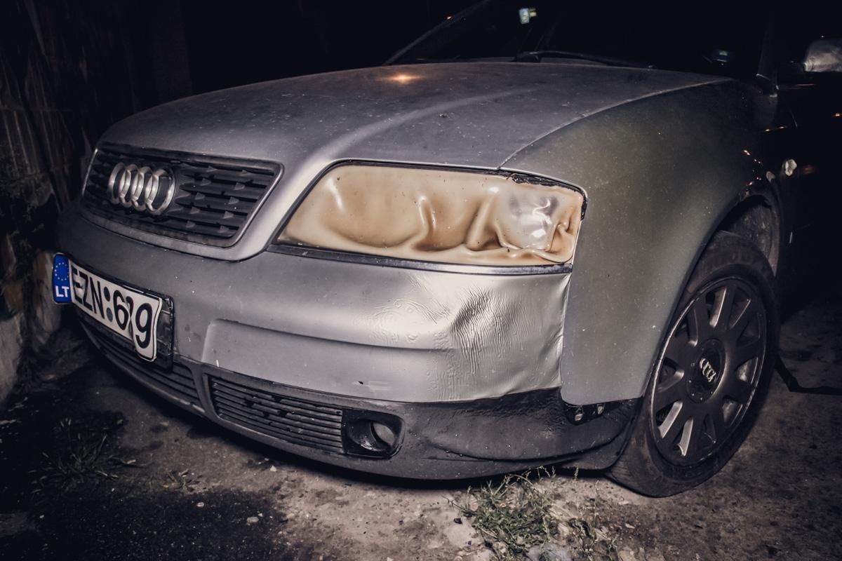 У Audi A6 огонь повредил переднюю левую фару и передний бампер