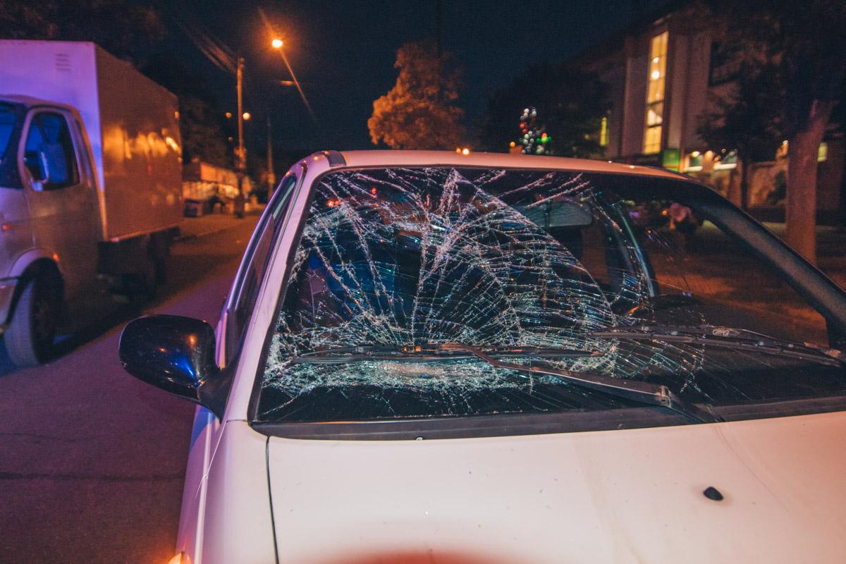На улице Петра Запорожца напротив дома 21 произошло ДТП., автомобиль Daewoo Nexia сбил пешехода.