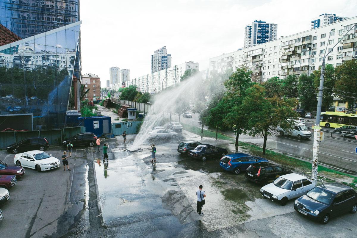 На проспекте Победы, 11 произошел крупный прорыв трубопровода