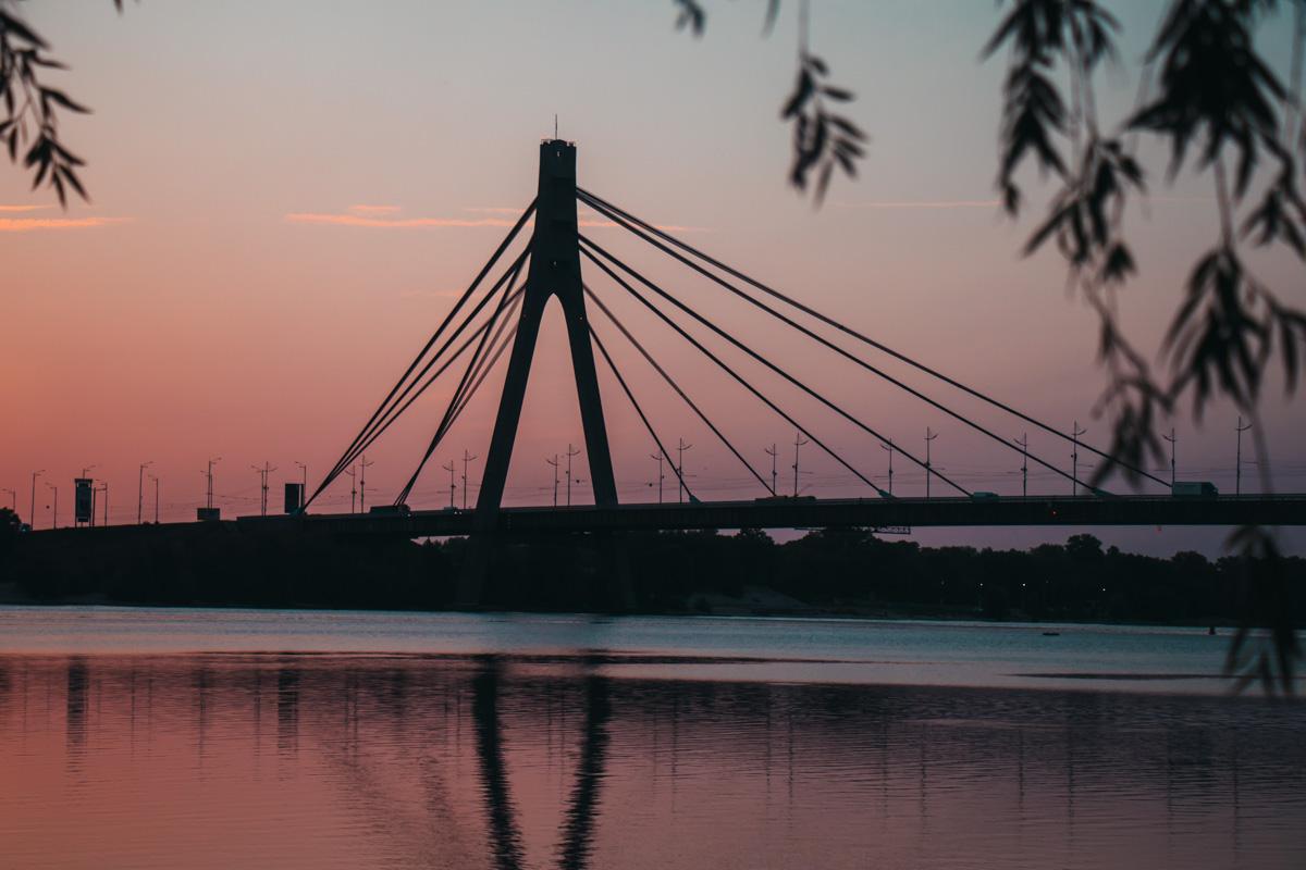 Ранним утром по Северному мосту практически не встретишь машин