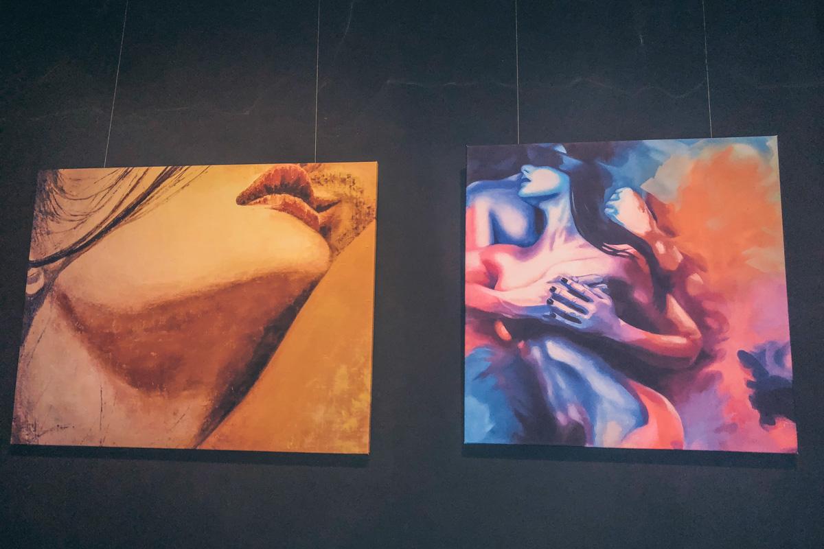 Сексуальные картины украшают интерьер Sex.Ed.Coffee