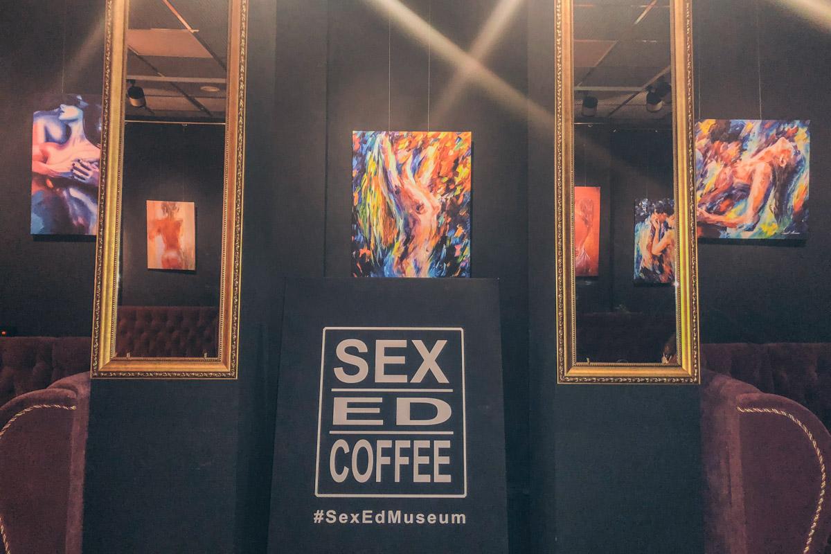 Интимная обстановка в Sex.Ed.Coffee