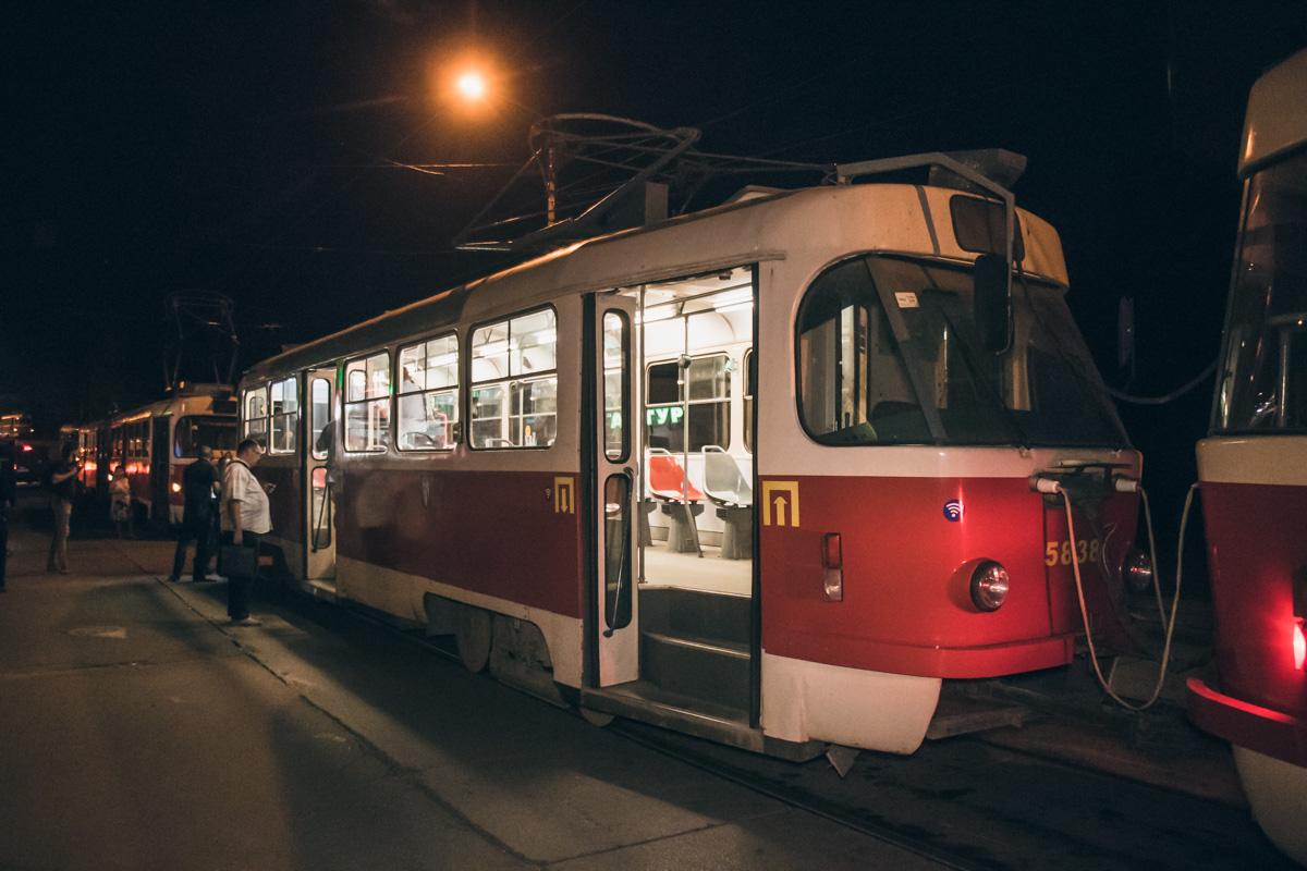 В понедельник, 27 августа, в Киеве в трамвае номер 14 умер мужчина
