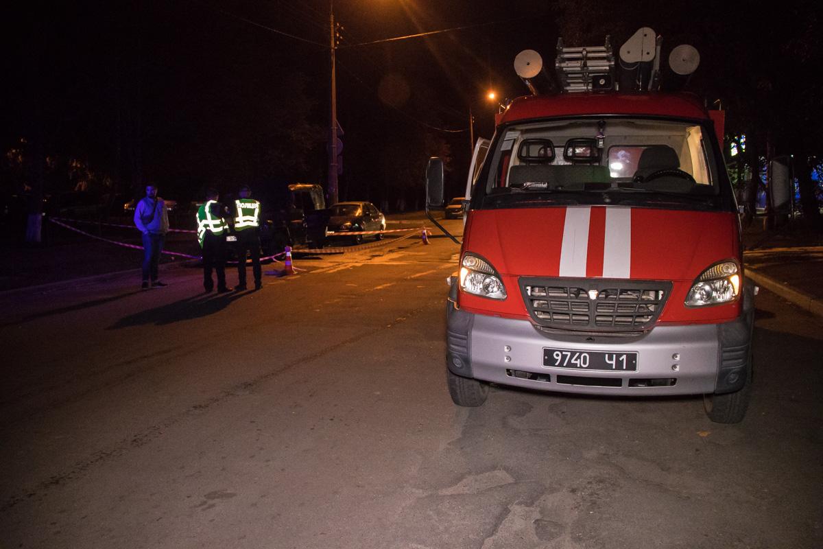 На месте работала патрульная полиция, пожарные, следственно-оперативная группа и медики