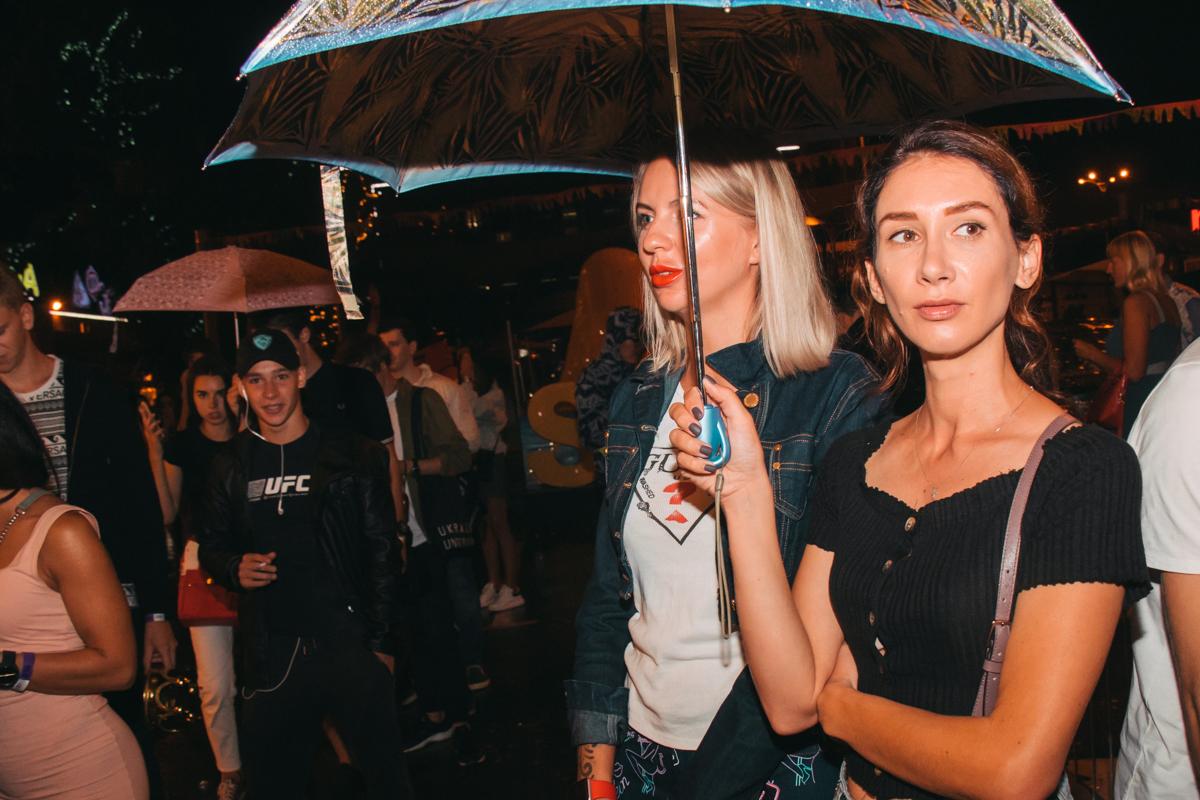 Под зонтом в ожидании...