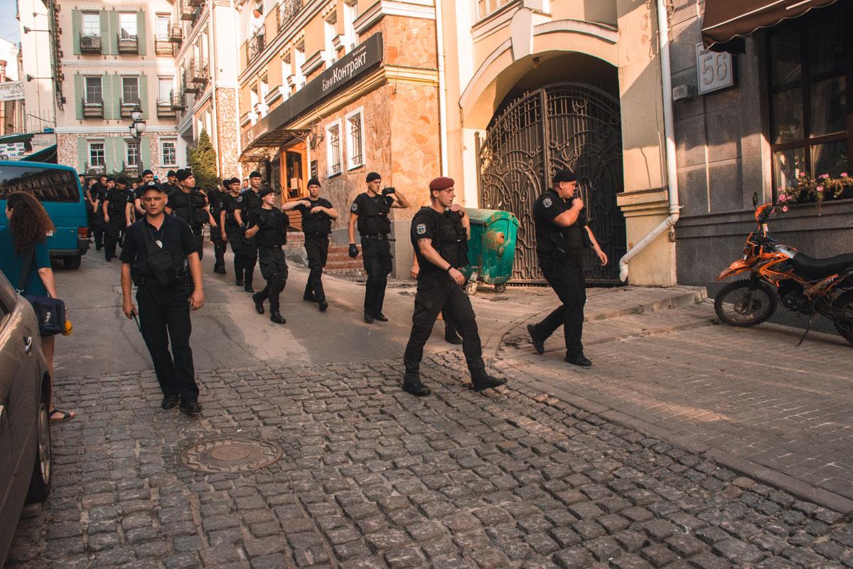 28 августа на улице Воздвиженской, 56 группа неизвестных молодых людей захватила одно из офисных помещений