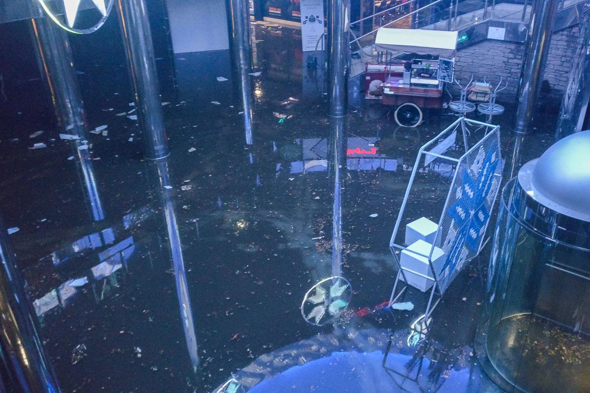 Потоп повредил имущество фудкортов и торговых точек