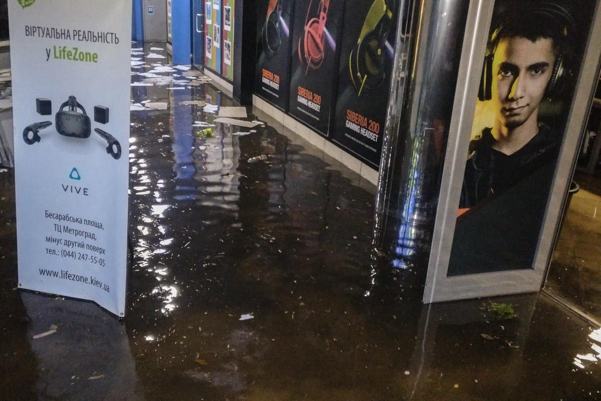 Вода повредило имущество интернет-кафе ASUS CyberZone
