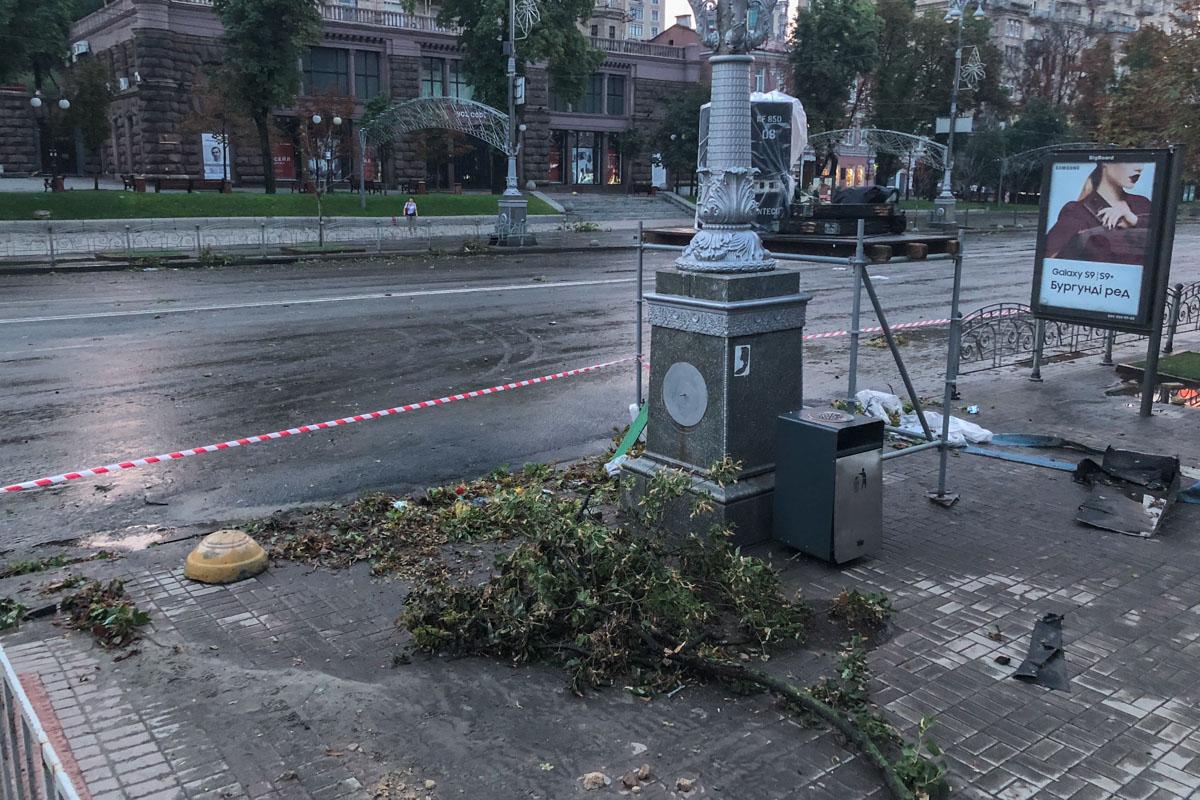 Но уже ранним утром коммунальные службы начали устранять последствия стихии