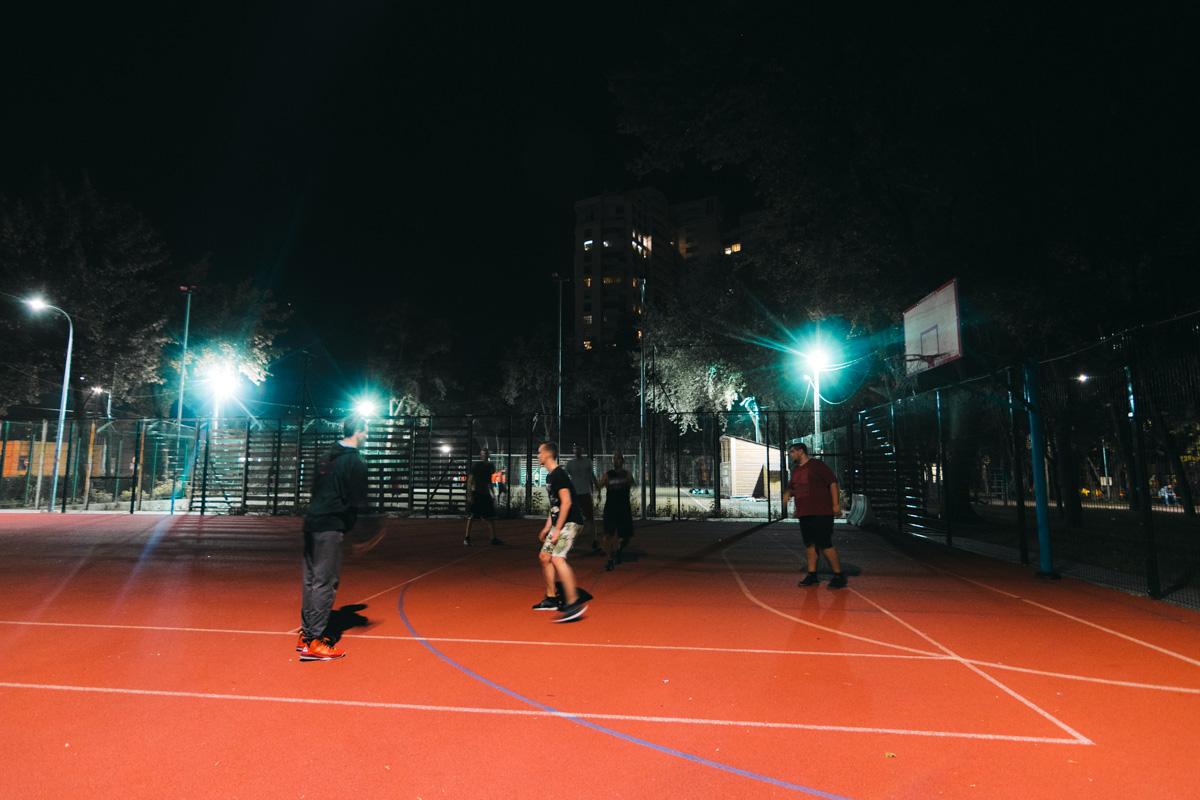 Играть в баскетбол можно и после захода солнца