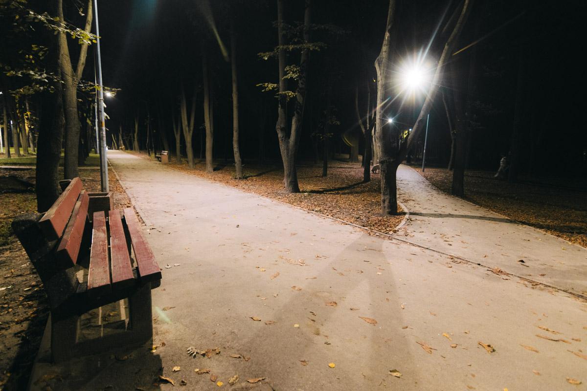 Парк довольно популярное место отдыха и прогулок местных жителей. Но бывали ли вы там ночью?