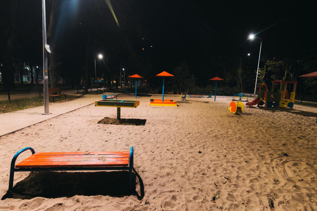 Также освещены детская площадка