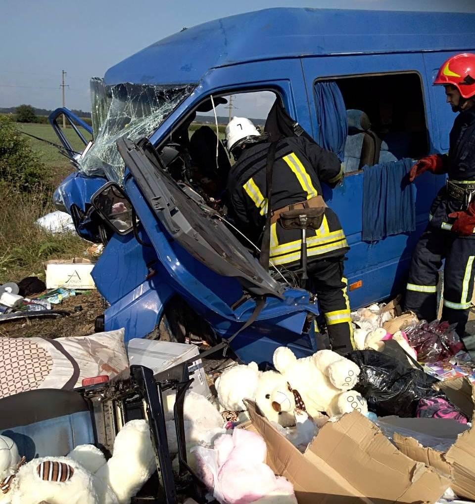 Под Ивано-Франковском в ДТП с маршруткой и легковушкой погибли двое детей, еще 9 человек получили травмы