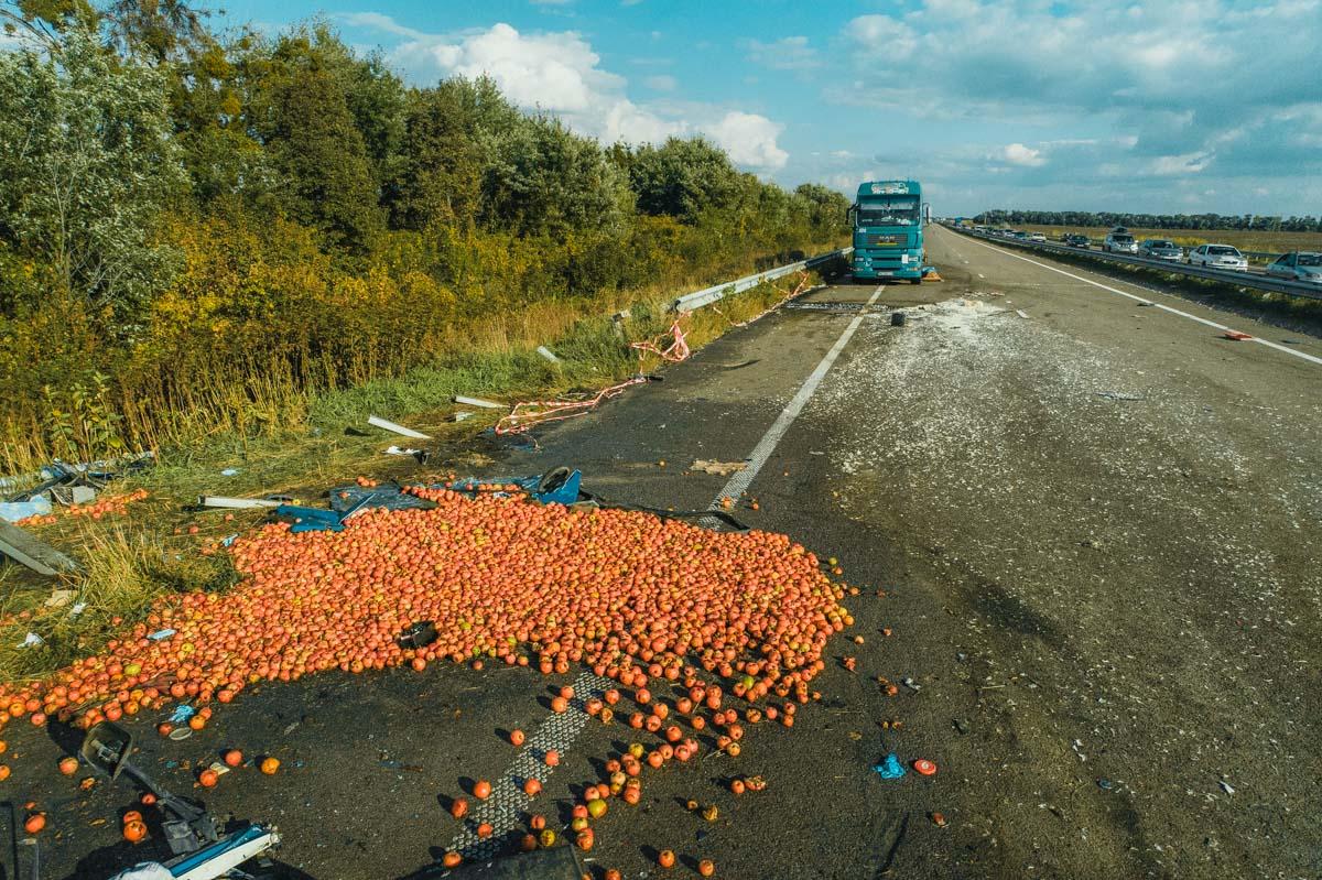 На 92-м километре Харьковского шоссе произошла авария с участием двух грузовиков