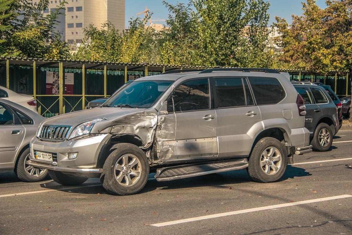 Столкнулись Toyota Land Cruiser и Volkswagen Caravelle