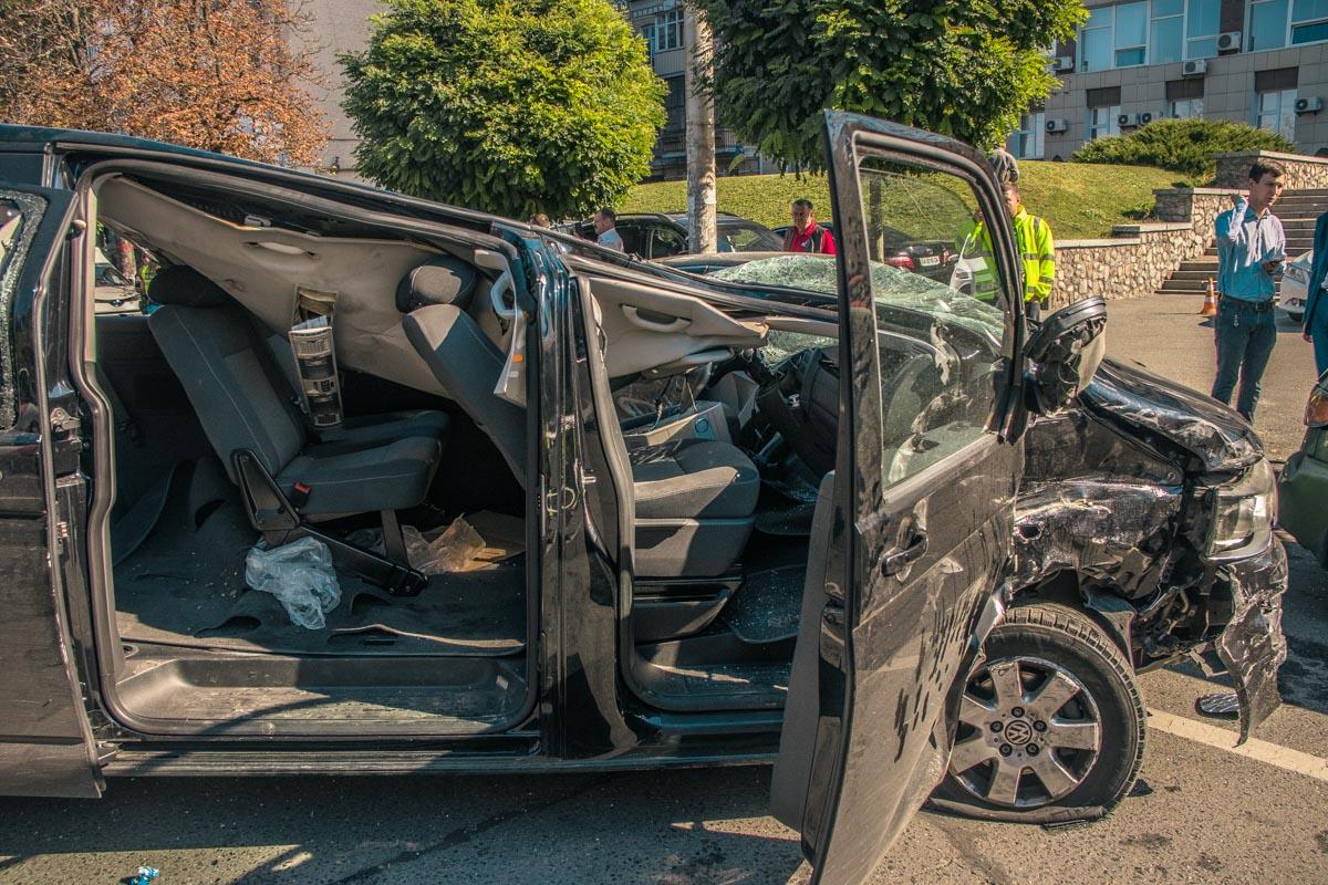 Водителя Volksvagen госпитализировали в тяжелом состоянии госпитализировали в больницу