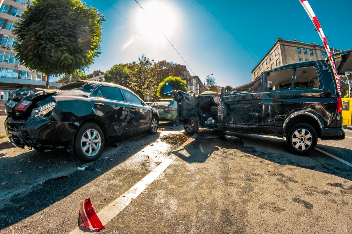 Также пострадали Toyota Camry, Daewoo Lanos и BMW 3