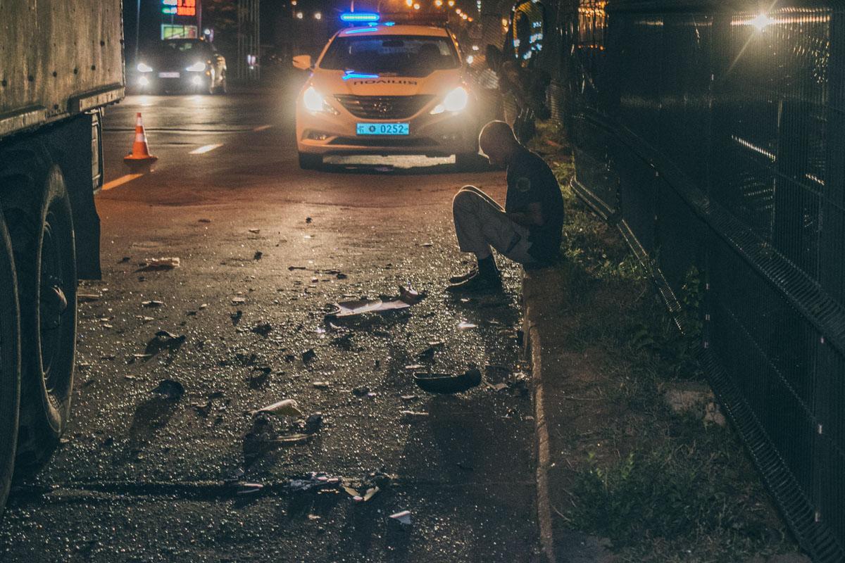 Renault проломил ограждение линии скоростного трамвая и вылетел на колеи