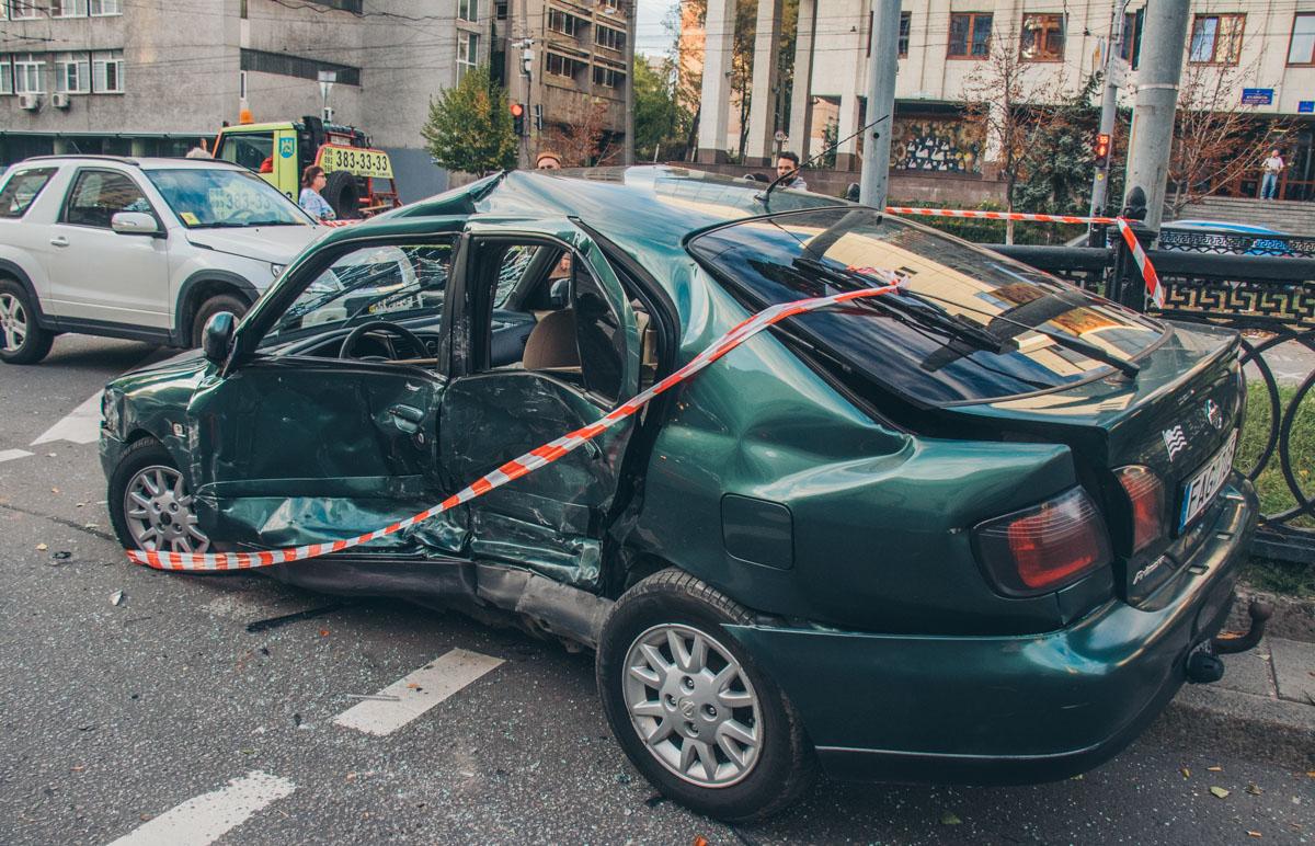 СтолкнулисьNissan Primera иMercedes Crossover