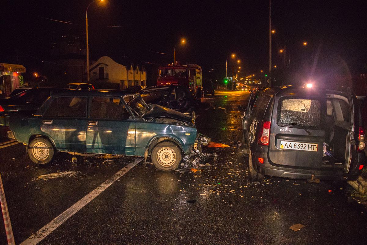 Столкнулись Opel Vectra универсал, Dacia Logan , ВАЗ 2107 и Opel Vectra седан