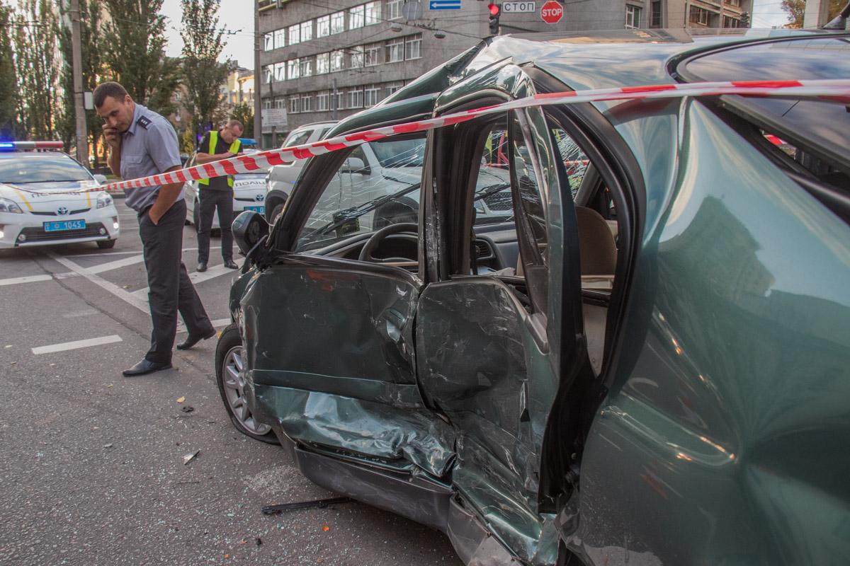 По словам очевидцев, Nissan двигался в крайней правой полосе по бульвару Шевченко