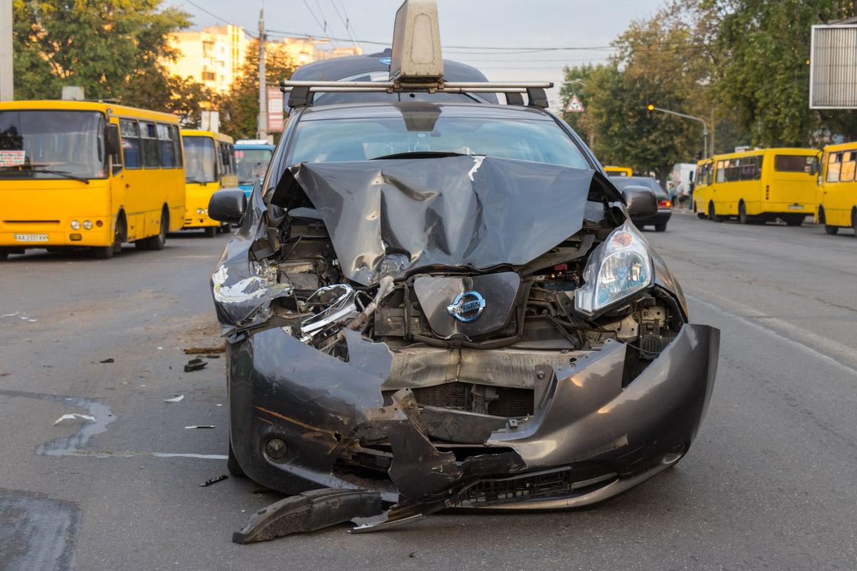 Водитель Uber не заметил, что маршрутка притормаживает