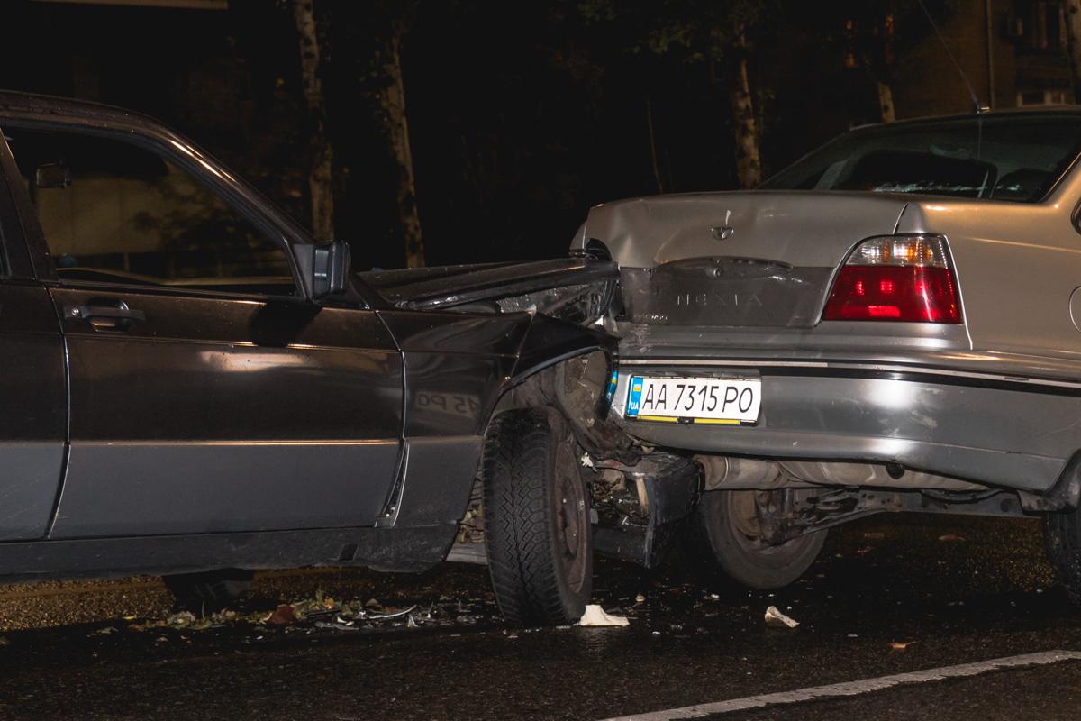 Попытка быстро затормозить не увенчалась успехом, на мокрой дороге автомобиль понесло и он влетел в Daewoo