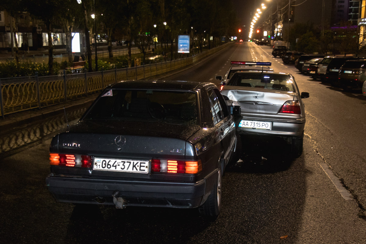 Столкновения можно было бы избежать, если бы перед первой аварией был бы установлен знак аварийной остановки