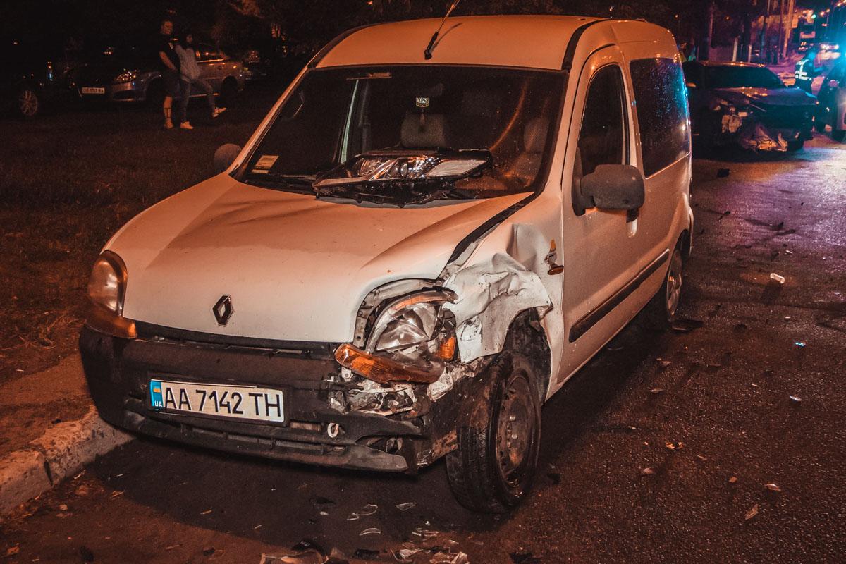 Повреждения Renault