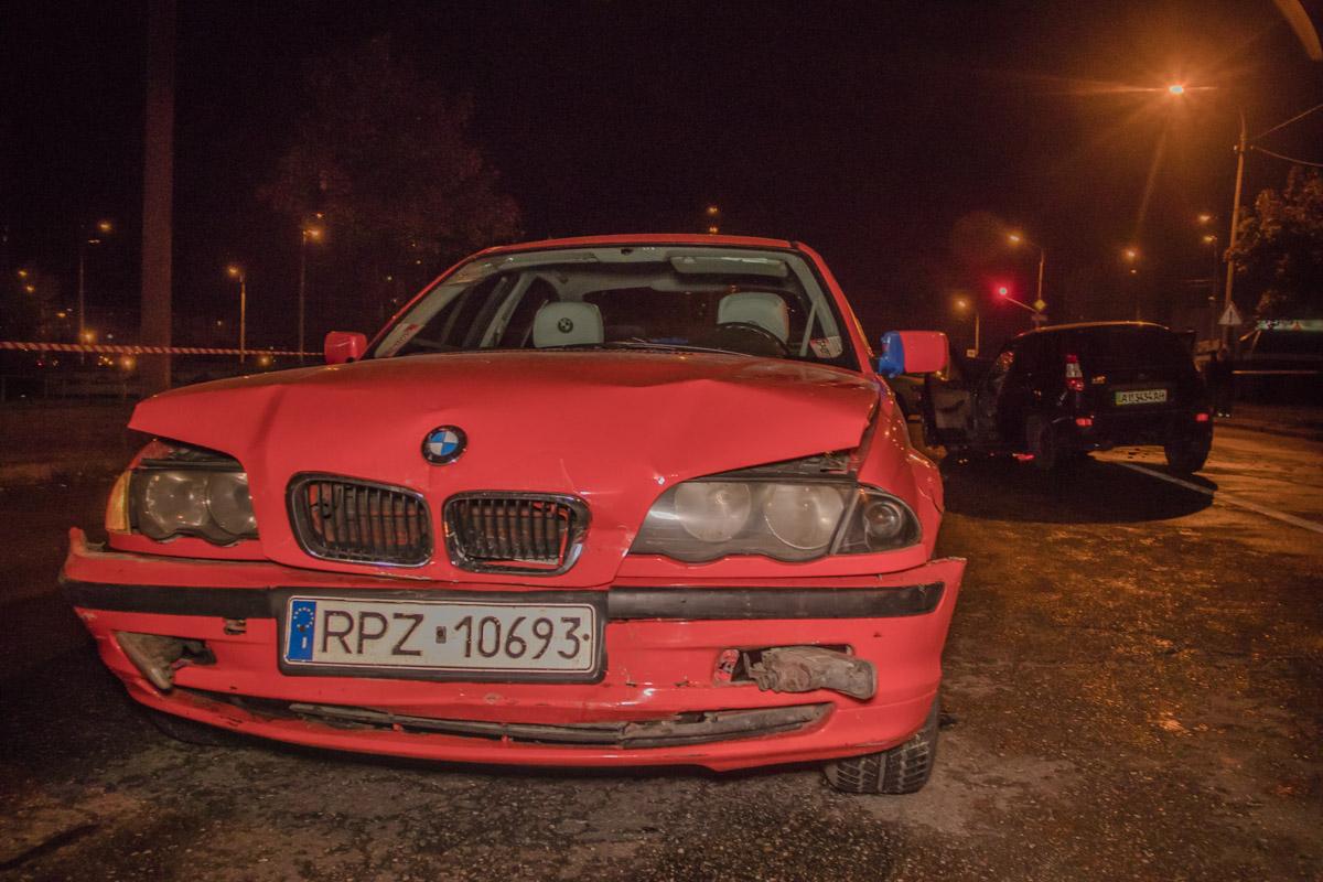 "Столкнулись BMW 525, Lada Kalina и автобус ""Богдан"""