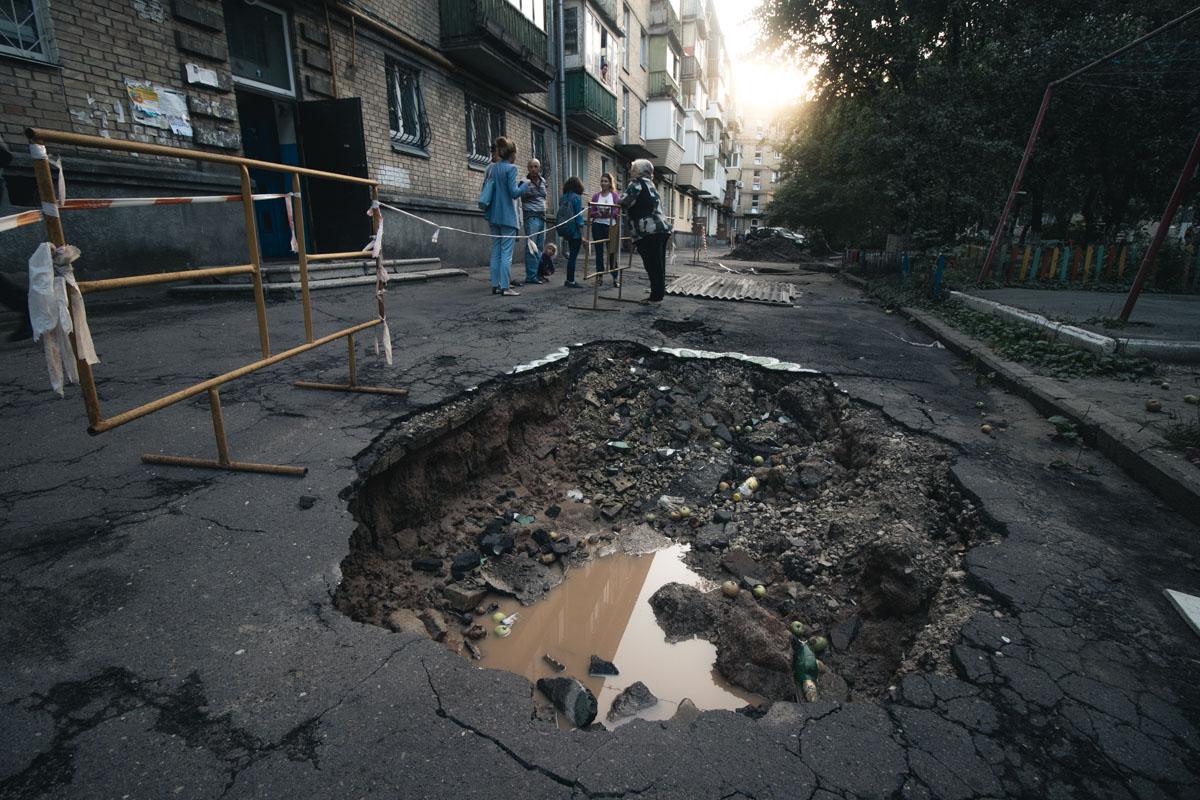 Под домом образовались порядка 6 больших провалов