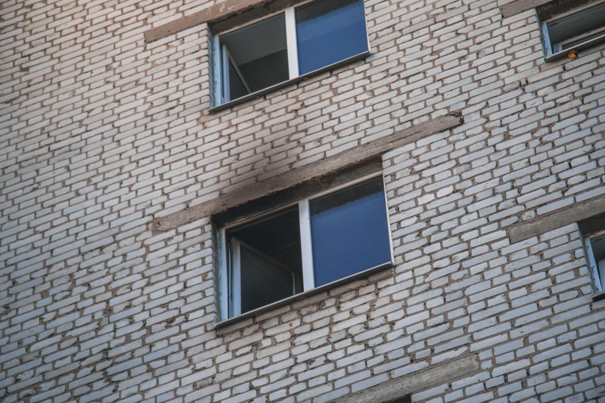 Горела квартира в девятиэтажном жилом доме