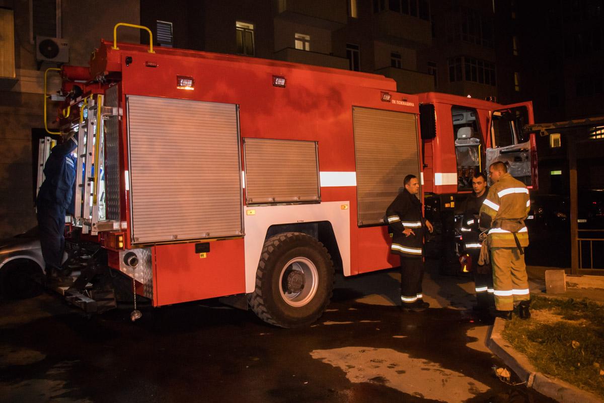 На полную ликвидацию возгорания, прибывшим на место пожарным, потребовалось приблизительно 10 минут