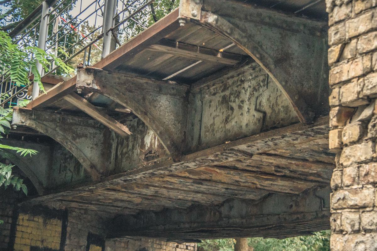 Мост признают аварийным уже 17 лет, но не ремонтируют