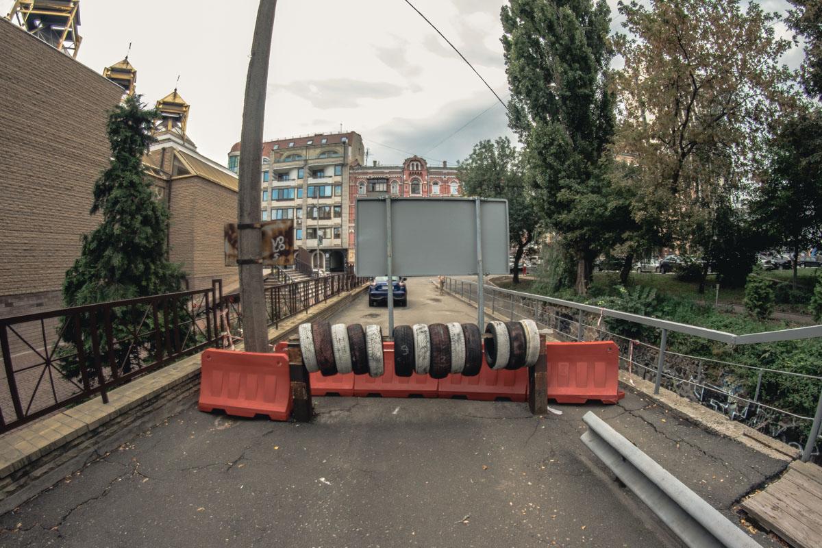 Мост связывает улицу Кудрявскую и Вознесенский спуск