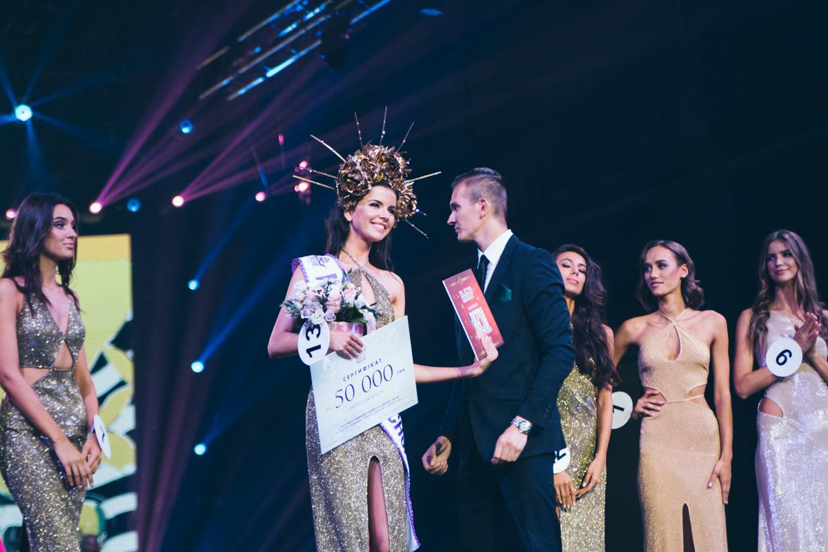 Кроме главных трех корон участницы получили призы от партнеров конкурса