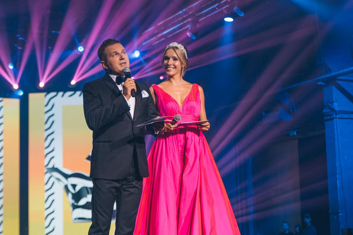 Постоянные ведущие конкурса Екатерина Осадчая и Юрий Горбунов