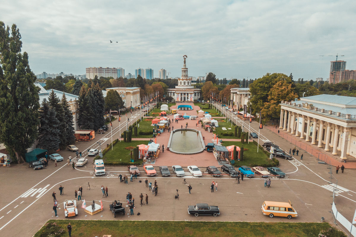 28 сентября в Киеве на территории ВДНГ стартовал ретро-фестиваля Old car land