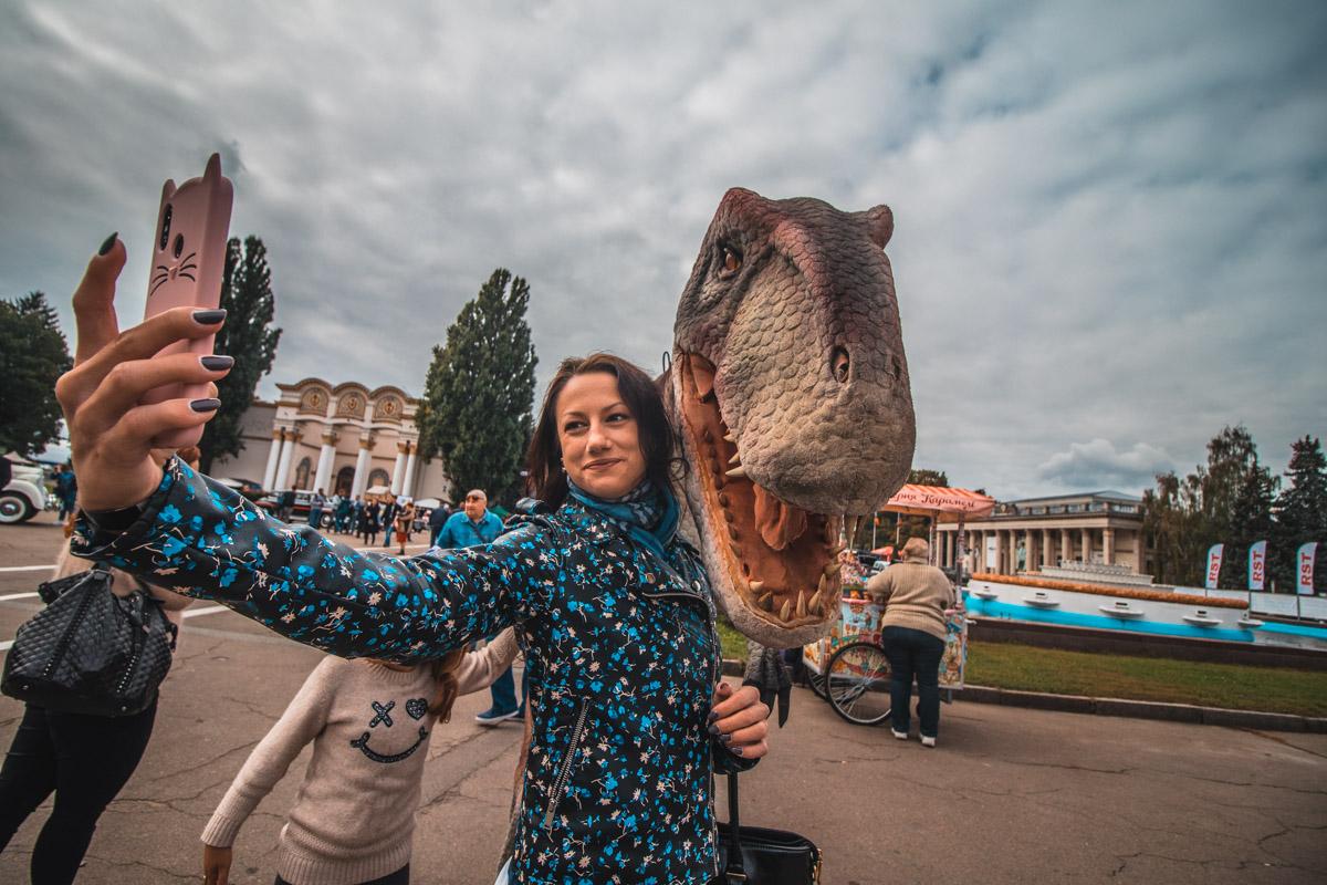 Вот такой динозавр тоже засветился на фото посетителей
