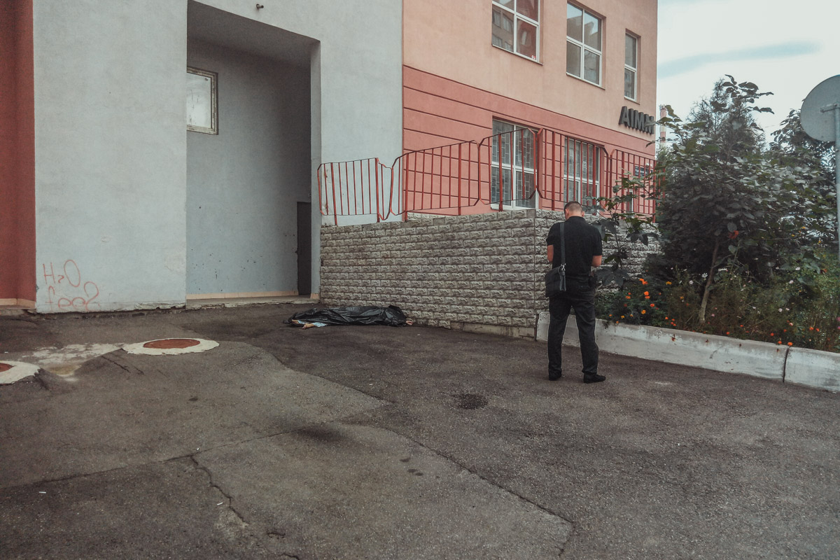 В Соломенской районе Киева по адресу Кадетский Гай, 6, обнаружили труп женщины