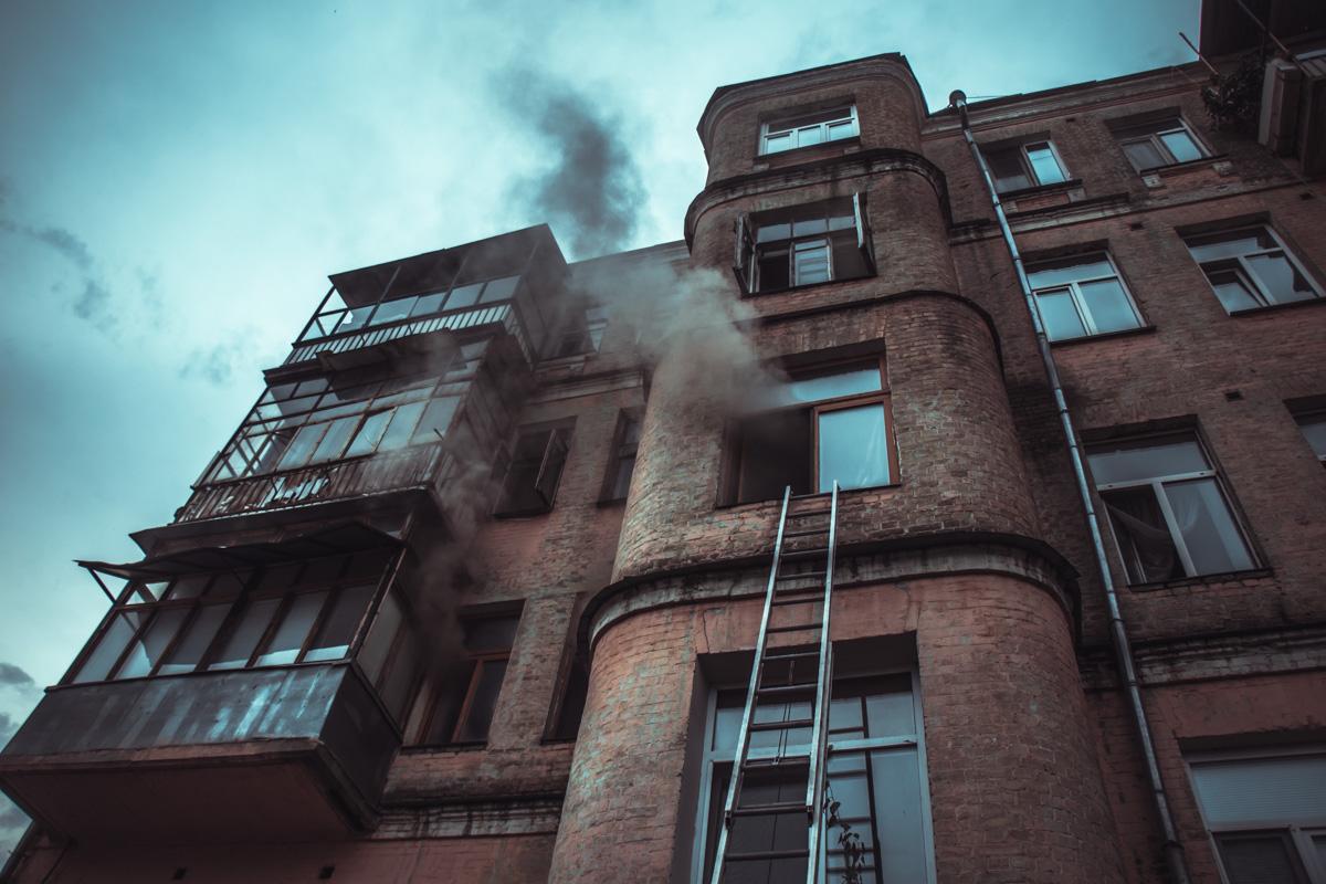 Вся квартира была окутана дымом