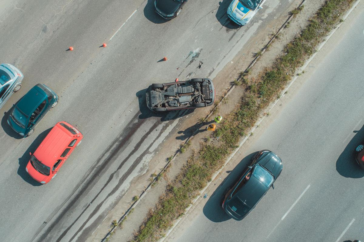 На Кольцевой дороге у Жулянского моста в Киеве произошло ДТП с участием Toyota иMercedes-Benz