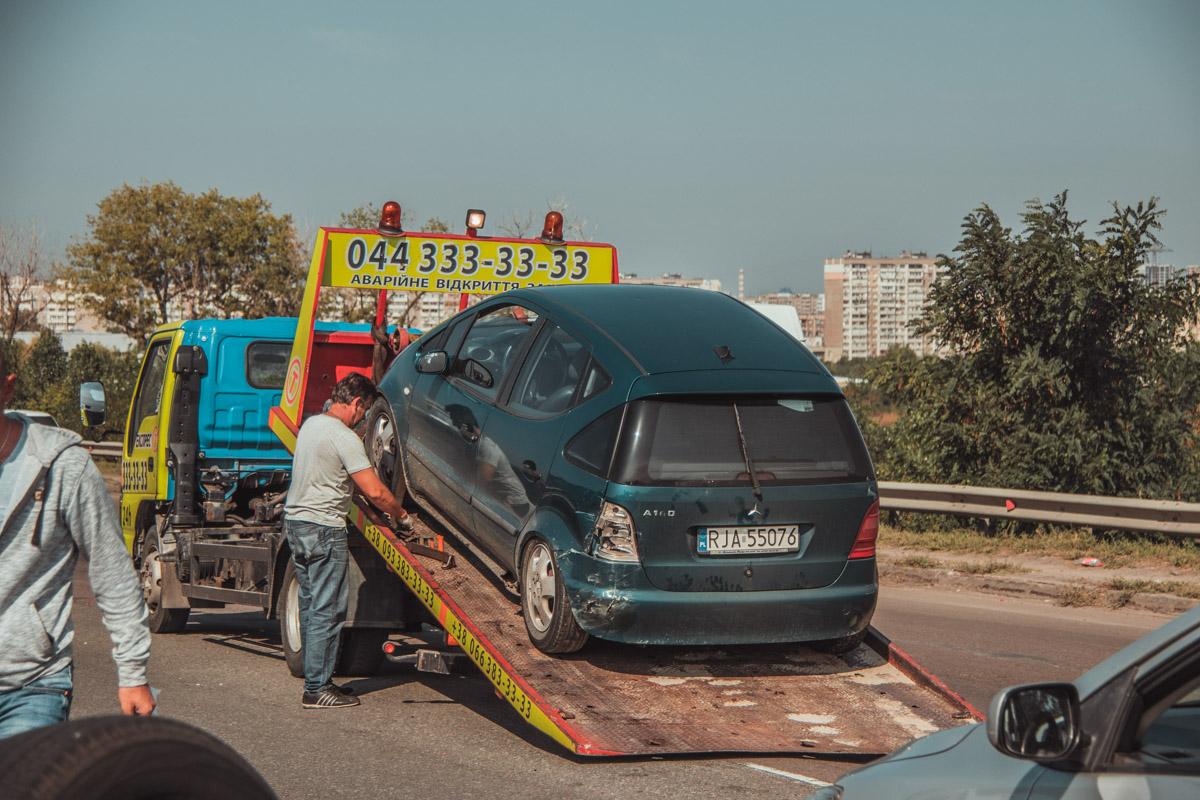 Со слов водителя Mercedes, водитель Rav4 двигался с явным превышением скорости