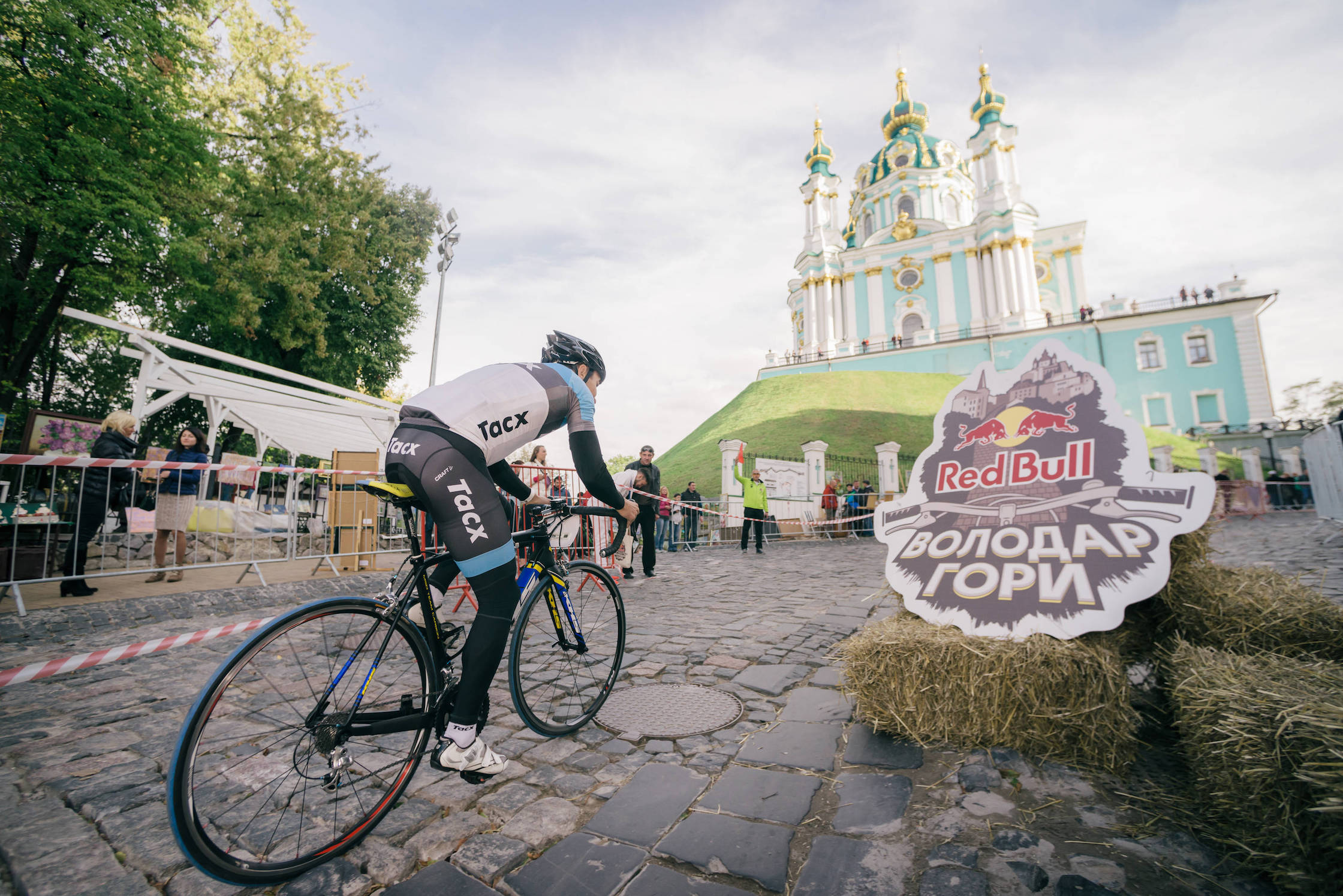 Участники гонок проедут от подножия Андреевского спуска к Андреевской церкви