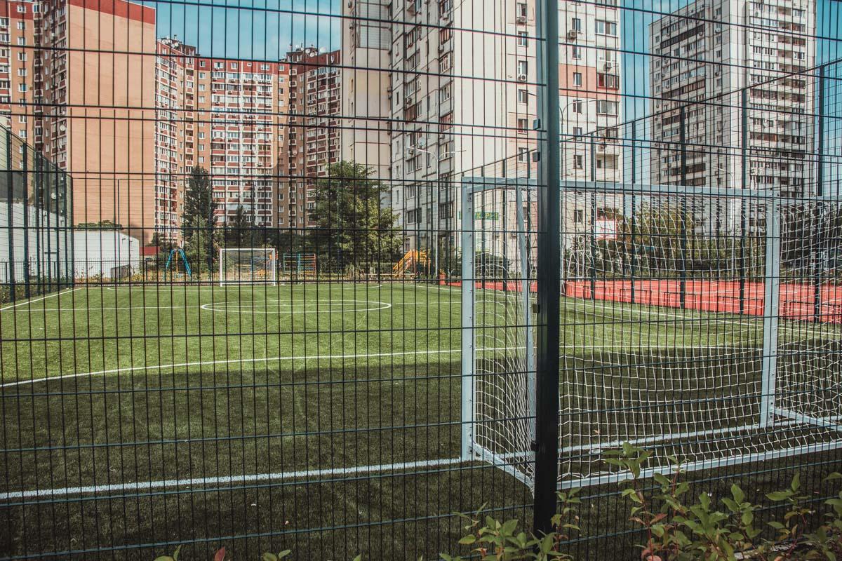 Футбольное поле для будущих спортсменов