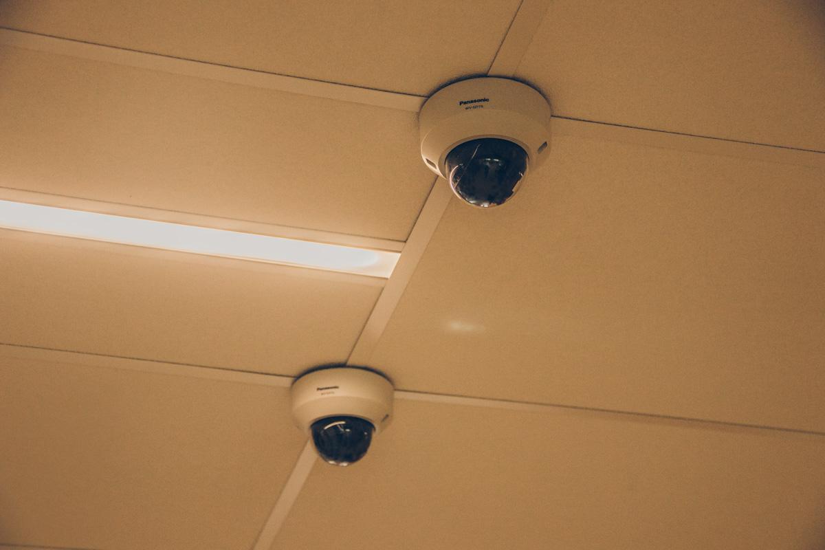 В школе установлены камеры внутреннего и наружного видеонаблюдения