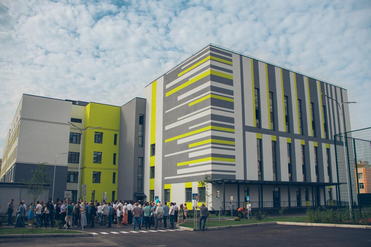 В Дарницком районе Киева открыли первую в Украине энергоэффективную школу