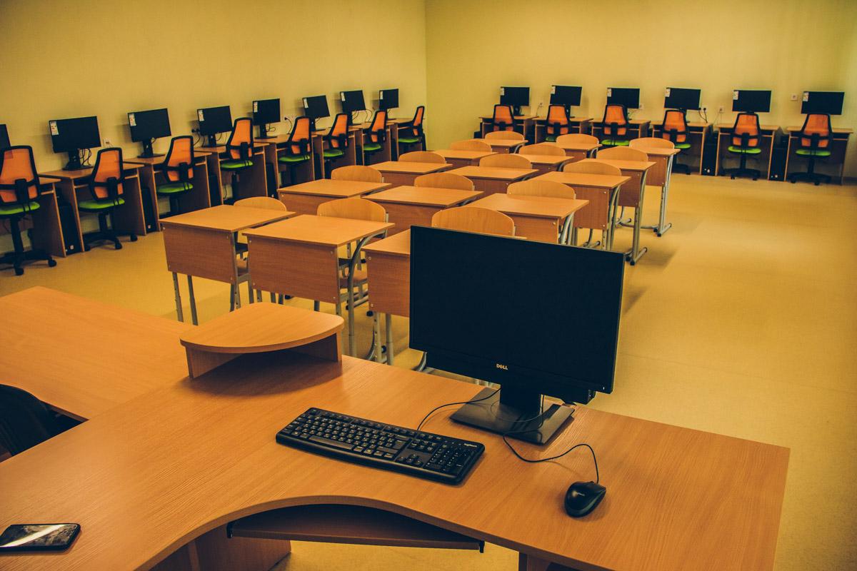 Для комфортного учебного процесса в школе обустроили компьютерные классы