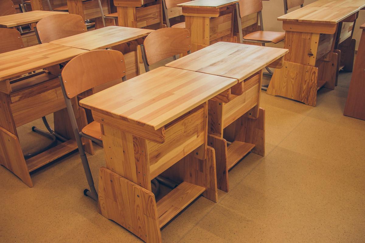 Также в школе есть специализированные лаборатории, лингафонные кабинеты, классы изобразительного и музыкального искусства